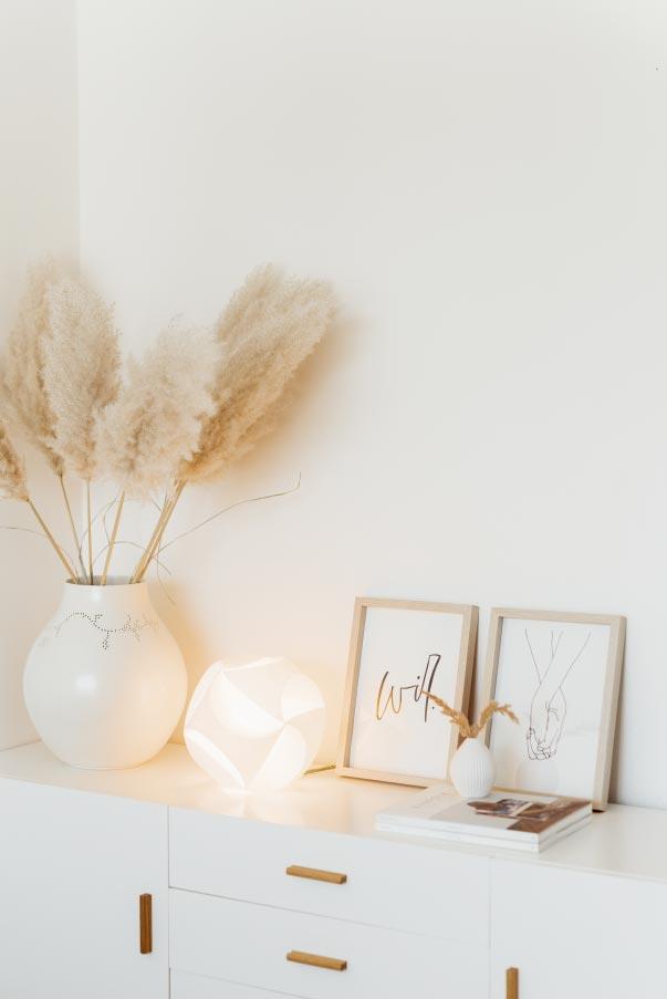 Die Clickball Leuchte von 4rooms gibt ein warmes Licht