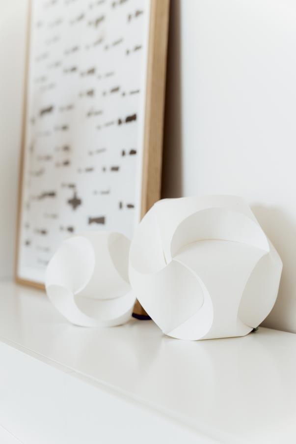 Die Clickball Leuchte von 4rooms in zwei Größen